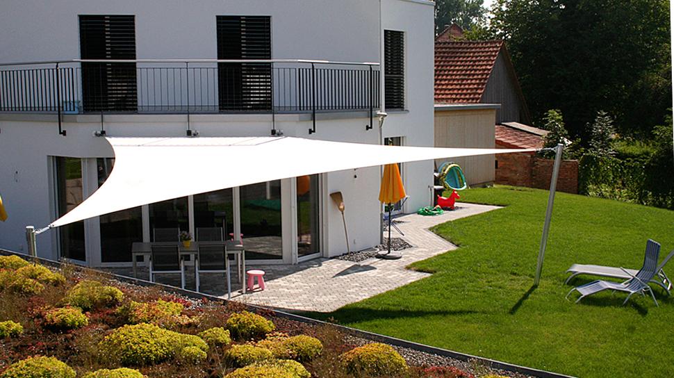 Elegante Terrassenbeschattung Sitrag Sonnensegel